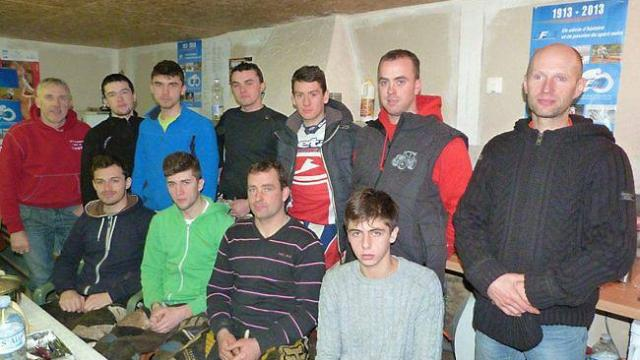 neuf-jeunes-ont-suivi-une-formation-de-motocross