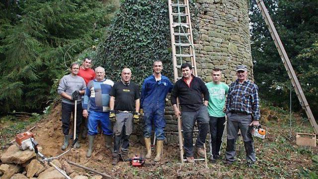 des-benevoles-rehabilitent-le-moulin-de-saint-guenael