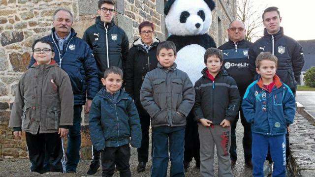 douze-enfants-frequentent-l-ecole-de-football