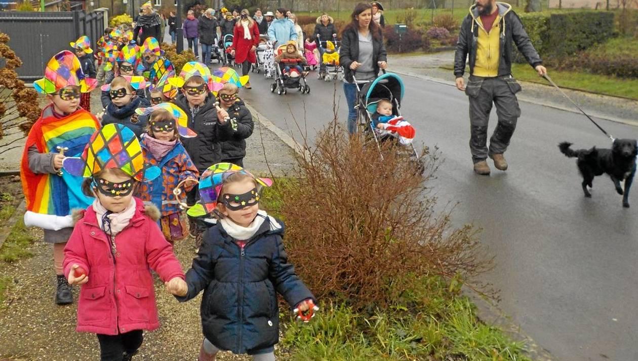 85bf9658f43bd24e879edd50edcef895-les-p-tits-arlequins-ont-defile-pour-le-carnaval