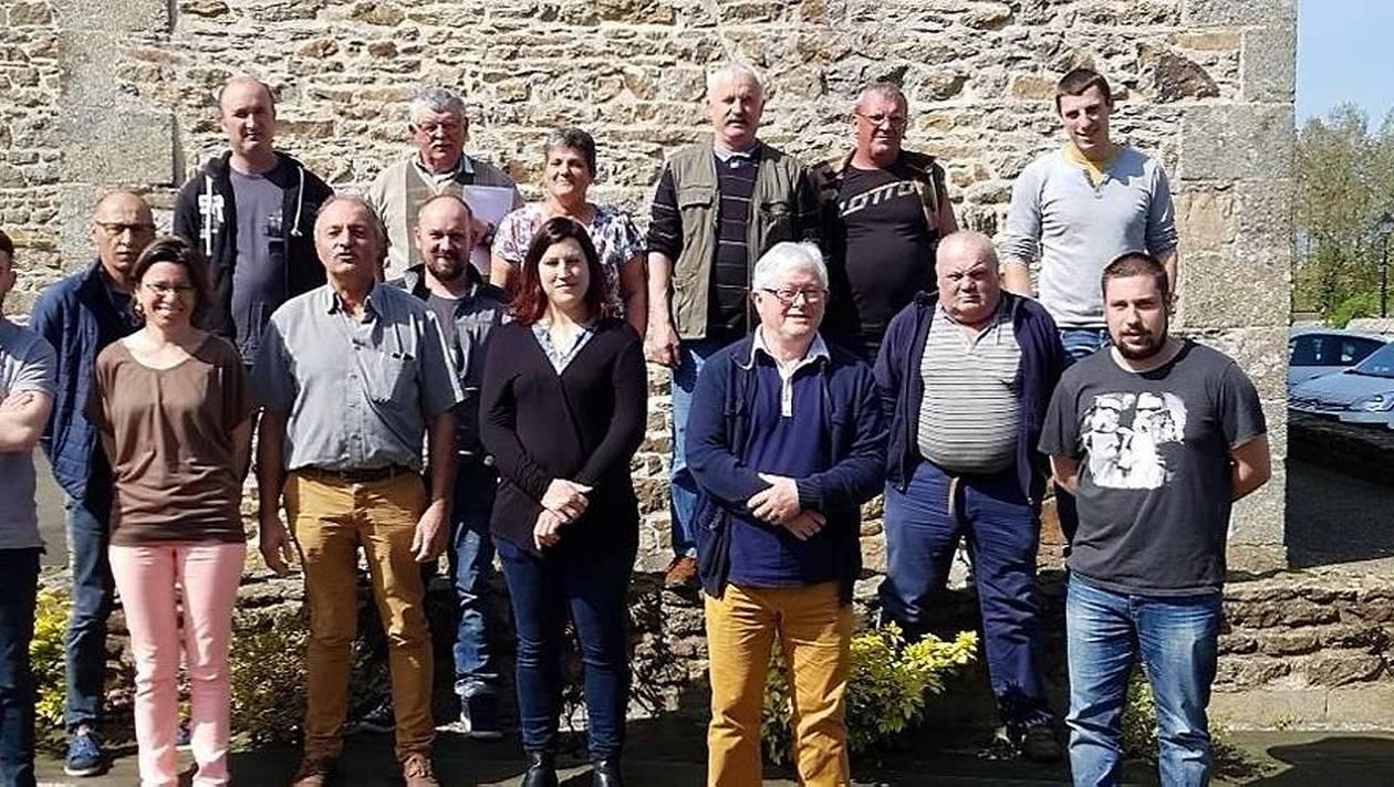 Les membres du conseil d'administration de l'association du rassemblement des sports mécaniques pour handicapés.